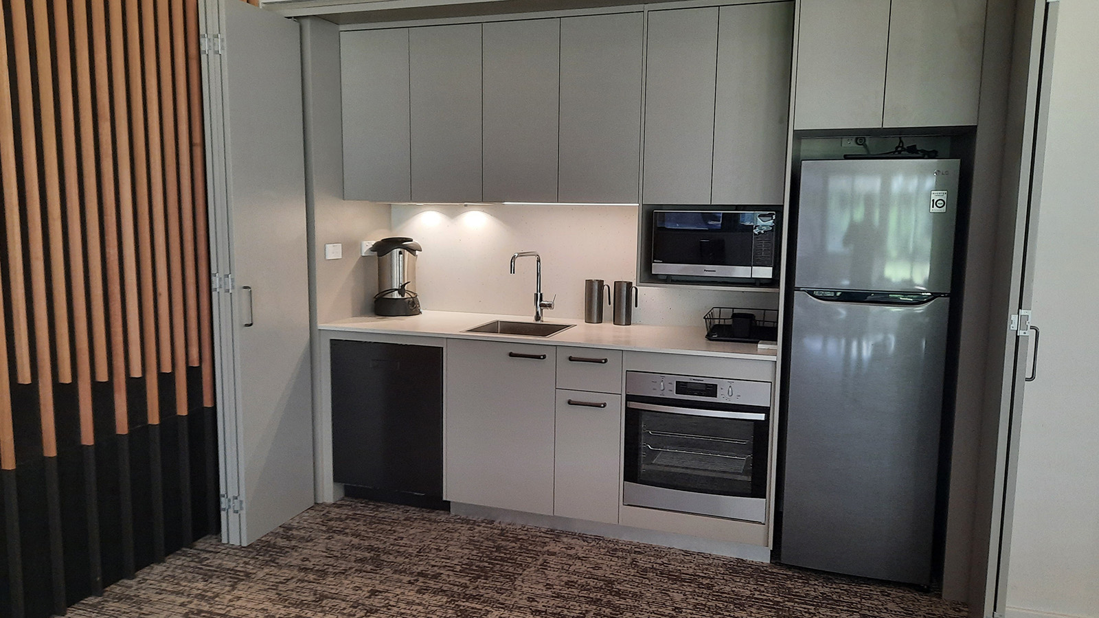 The kitchenette facilities in the Banksia Room